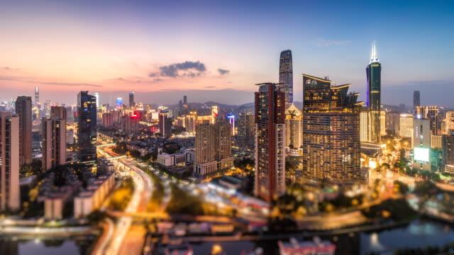 vídeos y material grabado en eventos de stock de skyline del centro financiero de shenzhen de día a noche, tiempo transcurrido/shenzhen, china - prosperidad