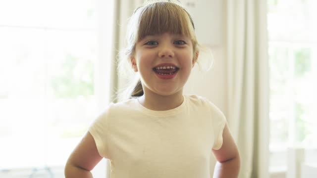 she's a happy and confident little girl - fare la lingua video stock e b–roll