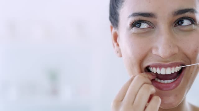 she's got oral care on her mind - denti video stock e b–roll
