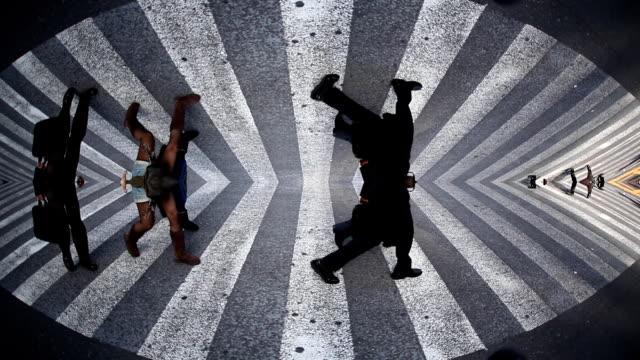 перекресток в сибуя рыбий глаз - сюрреалистический стоковые видео и кадры b-roll