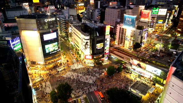 東京で上から渋谷の交差点 - 交差点点の映像素材/bロール