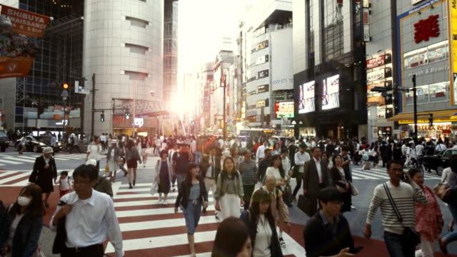 시부야 크로 싱 슬로우 모션 - 도시 거리 스톡 비디오 및 b-롤 화면