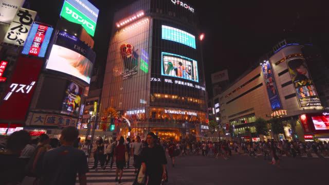 東京渋谷交差道路で 4 k - 看板点の映像素材/bロール