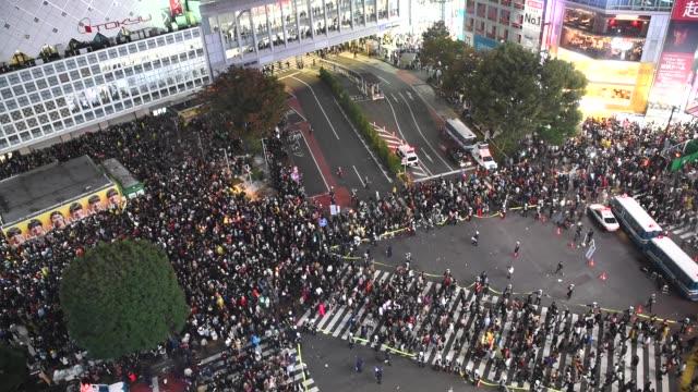 渋谷ハロウィン カオス - ハロウィーン点の映像素材/bロール