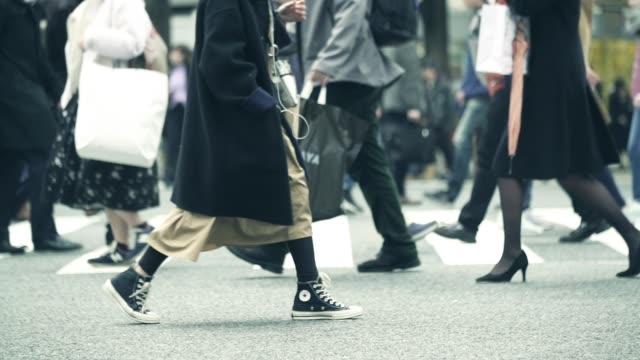 vidéos et rushes de traversée de course de shibuya - culture japonaise