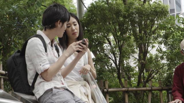 渋谷駅日本若いカップル東京です。 - 若者文化点の映像素材/bロール
