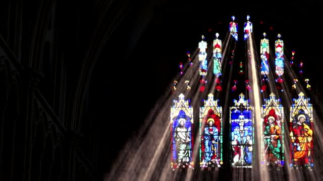 stockvideo's en b-roll-footage met vlek licht die stralen worden glas verschuiven - kerk