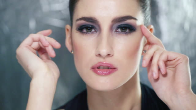 輝く美しさ - 女性のファッション点の映像素材/bロール