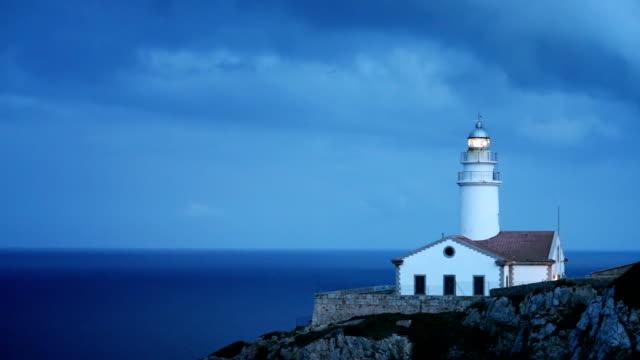 glitzernde lighthouse - leuchtturm stock-videos und b-roll-filmmaterial
