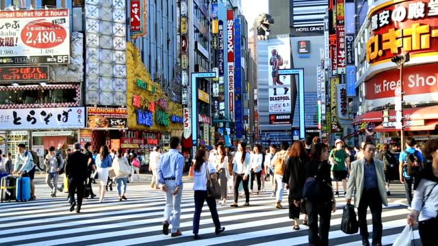 vidéos et rushes de passage de shinjuku - marché établissement commercial