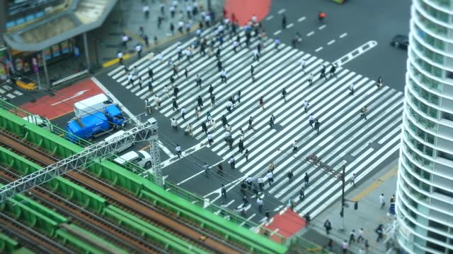 shinjuku, tokio - überweg warnschild stock-videos und b-roll-filmmaterial