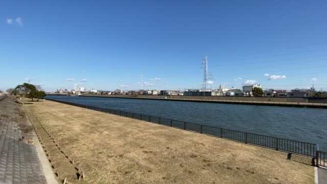 真中川(江戸川、東京) - 土手点の映像素材/bロール