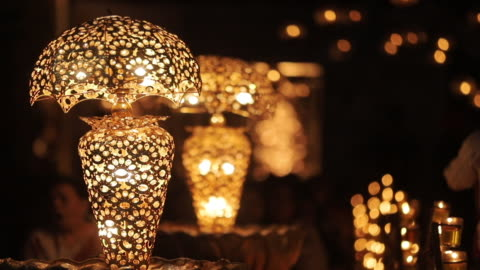 vídeos y material grabado en eventos de stock de fondo brillante de hermosas lámparas de iluminación iluminadas, vista de primer plano - ornamentado