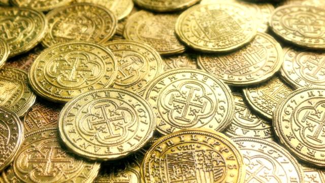 shiny gold treasure coins - кораблекрушение стоковые видео и кадры b-roll