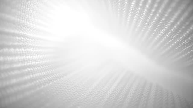 クローズアップビューマクロでテクスチャドリーショットを流れる光沢のあるネットクロス。 - 布点の映像素材/bロール