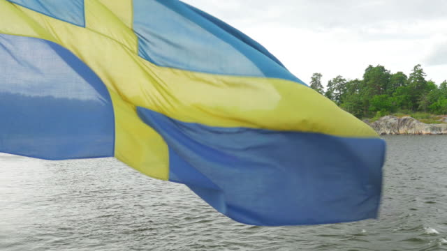 levereras med svensk flagga i solnedgång, stockholm, sverige - ferry lake sweden bildbanksvideor och videomaterial från bakom kulisserna