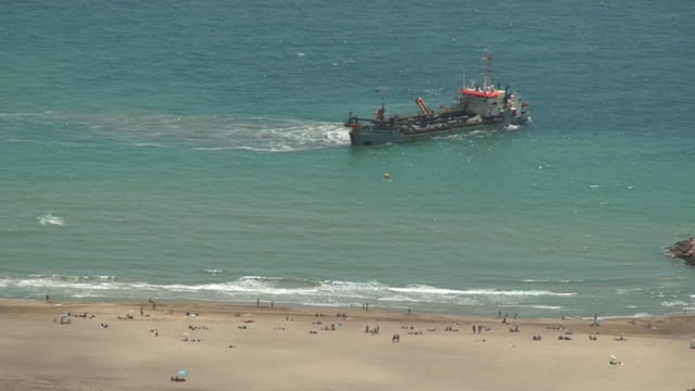 Ship working in the beach video