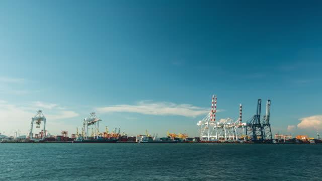vídeos de stock, filmes e b-roll de remessa porto - estreito mar