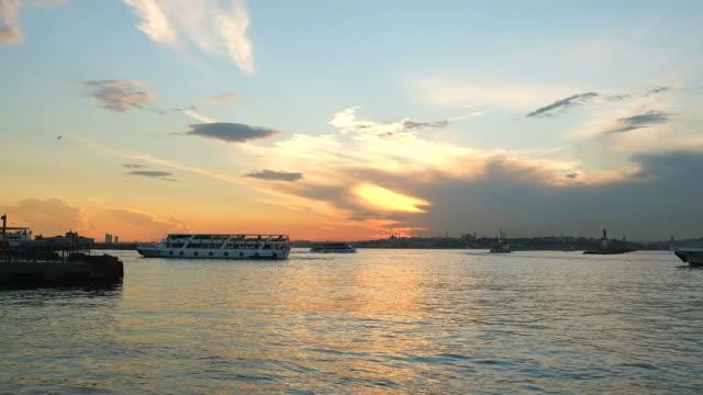 Gemi ve günbatımı zaman atlamalı olarak Istanbul'da video