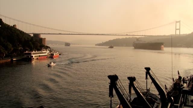 Bидео Ships pass the Bosphorus Strait