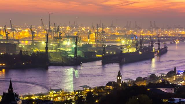 shipyard in hamburg at sunset, time lapse - energia rinnovabile video stock e b–roll