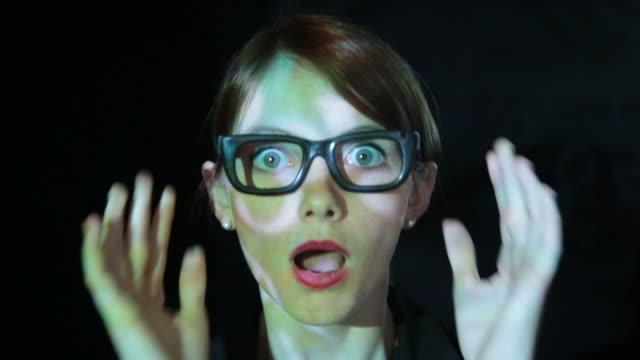 vídeos de stock, filmes e b-roll de o impacto. - estupefação