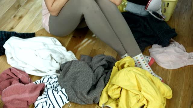 stockvideo's en b-roll-footage met hd: shocked woman doing laundry - vuil
