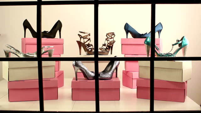 Schuh-Schaufenster-display-DOLLY – Video