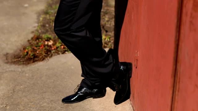 男性の足靴 - 革点の映像素材/bロール