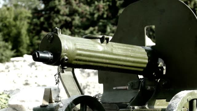 vidéos et rushes de tir d'une vieille mitrailleuse - première guerre mondiale