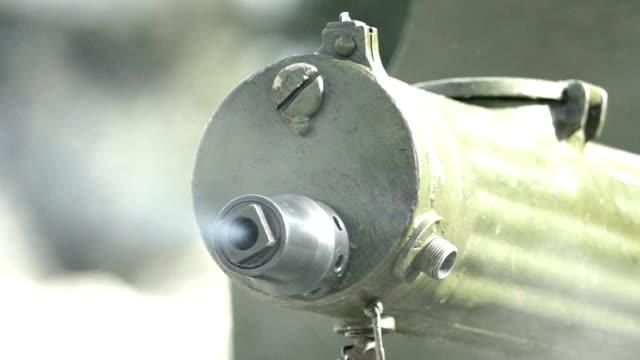 vidéos et rushes de tir de la mitrailleuse de la seconde guerre mondiale (ralenti) - première guerre mondiale