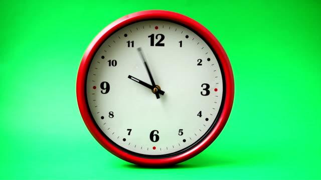 skytte på timmar. tid förflutit. - alarm clock bildbanksvideor och videomaterial från bakom kulisserna