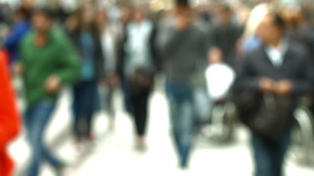 shoppers walking in city street - rack focus video stock e b–roll