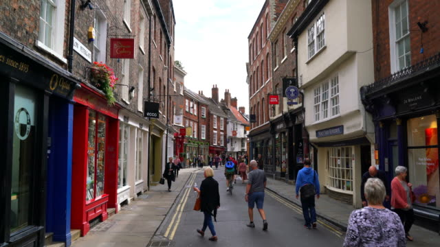 Shopping area at Stonegate street in York, UK - vídeo