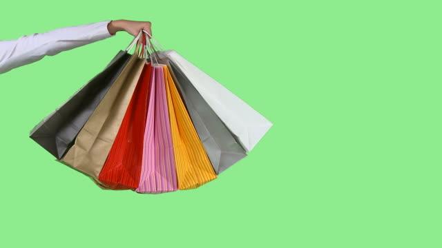 hd: shopping bags - spendera pengar bildbanksvideor och videomaterial från bakom kulisserna