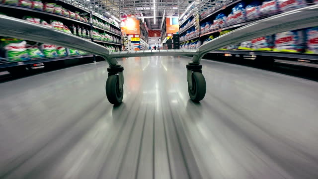 stockvideo's en b-roll-footage met shopping cart rush through supermarkt - supermarket