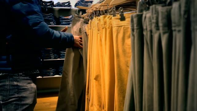 shoppa natt - byxor bildbanksvideor och videomaterial från bakom kulisserna
