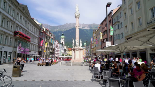 shopping street at innsbruck city in austria - stato federato del tirolo video stock e b–roll