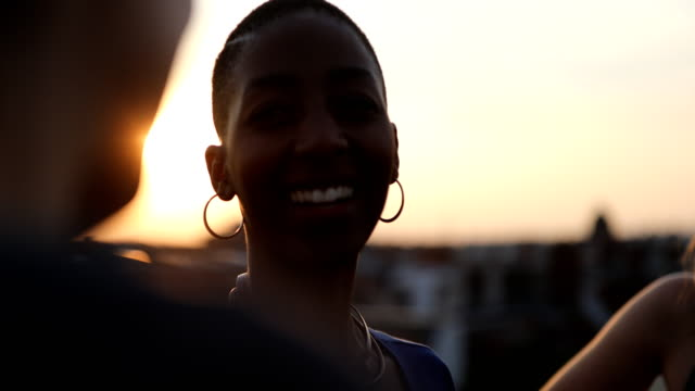 vídeos de stock e filmes b-roll de short haired woman with female friends at rooftop - together