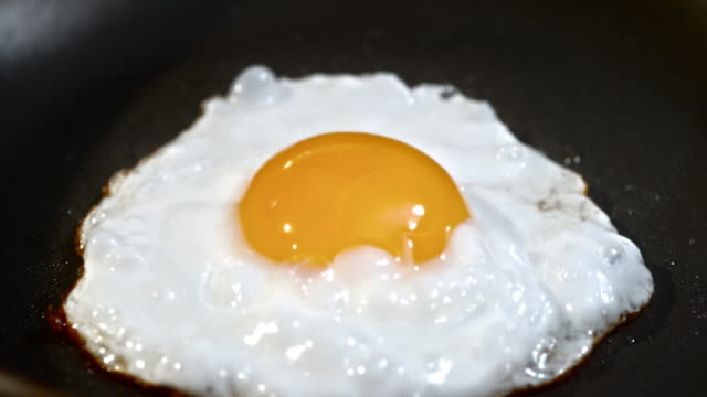 TD shot of an egg frying in the skillet video