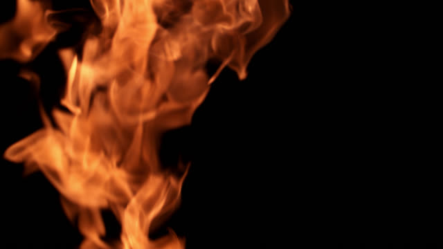 stockvideo's en b-roll-footage met slo mo shot of fire flames on black background - fakkel