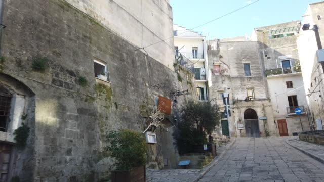 POV-Aufnahme der Matera Straße im alten Matera – Video