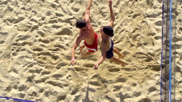HD-Aufnahme von jungen Strand Volley Spieler anlässlich des preisgekrönten Point – Video