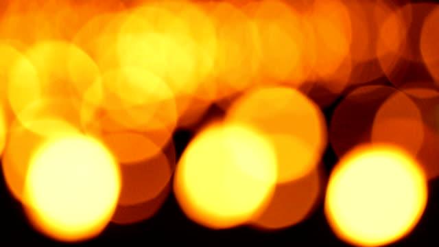 tre scatti di candela sfondo, arancione sfocati sfocato - 20 o più secondi video stock e b–roll