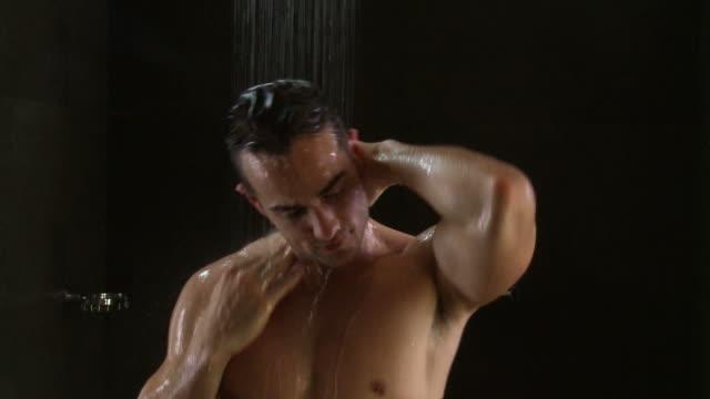 のシャワー - 体 洗う点の映像素材/bロール