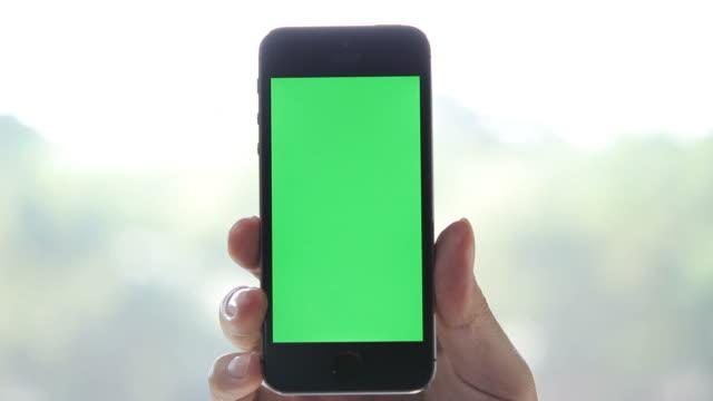 Mostrando um conteúdo com telefone inteligente - vídeo