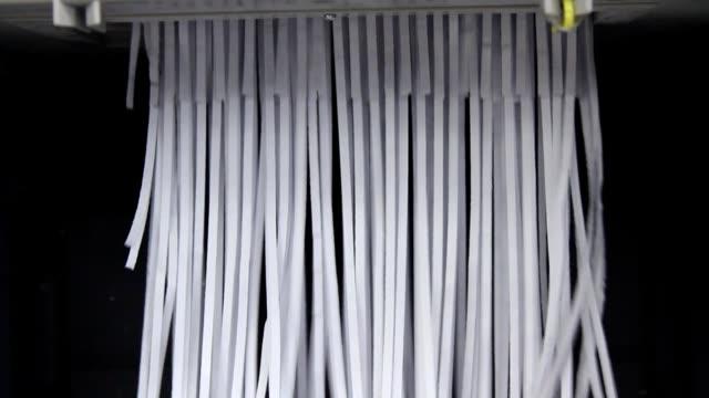 vídeos y material grabado en eventos de stock de triturar - ripped paper