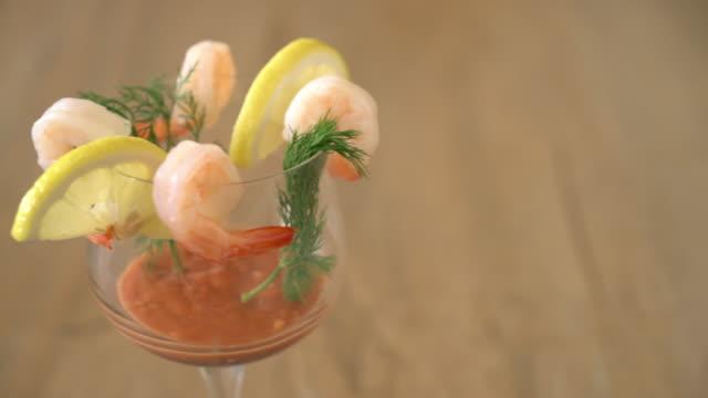 coquetel com molho de camarão - vídeo