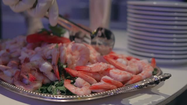 shrimp in pink sauce in a buffet - фуршет стоковые видео и кадры b-roll