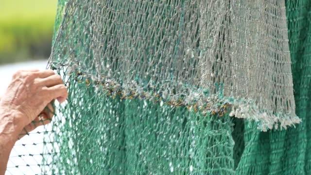 stockvideo's en b-roll-footage met shrimpers op kalebas north carolina - {{asset.href}}